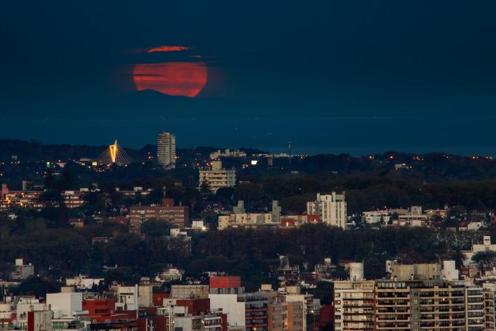 Super Moon | La Extra Superluna sobre Montevideo |